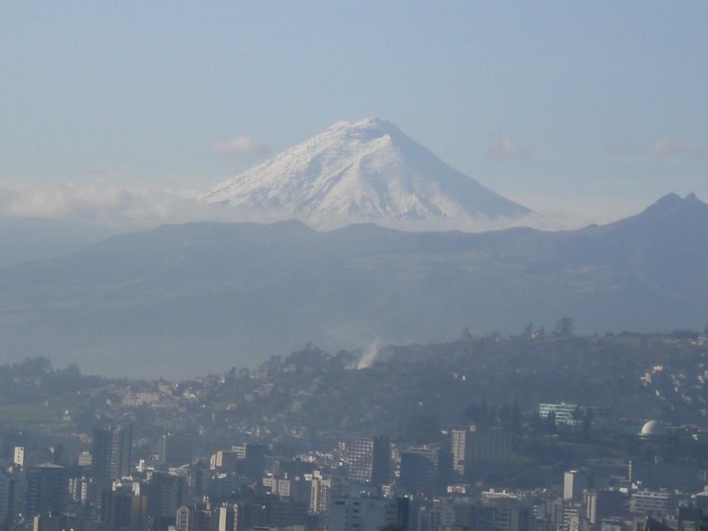 Blick auf den Cotopaxi von Irenes und Günthers Wohnung in Quito
