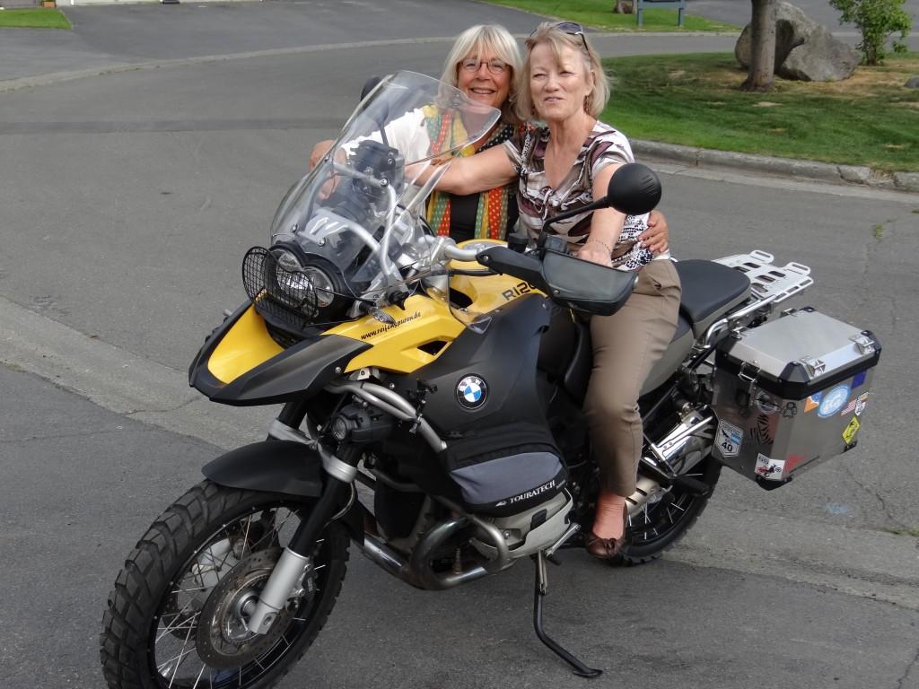 Ulla, originally swedish, musste natürlich auch mit dem Moto posieren