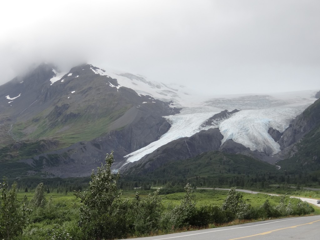 Leider wolkenverhangene Gletscher auf dem Weg nach Valdez