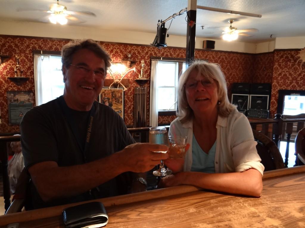hier hörten wir die Story vom Sourtoe Cocktail, der erst abends von 9 bis 11 Uhr gereicht wird
