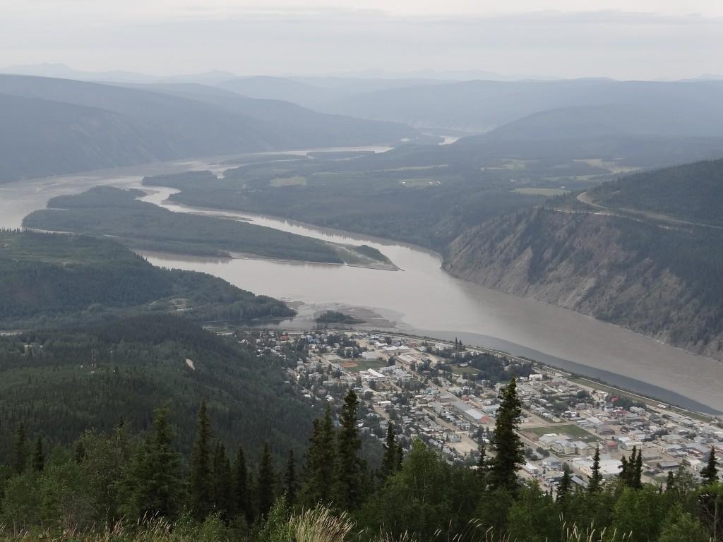 Dawson City am Zusammenfluss von Klondike und Yukon