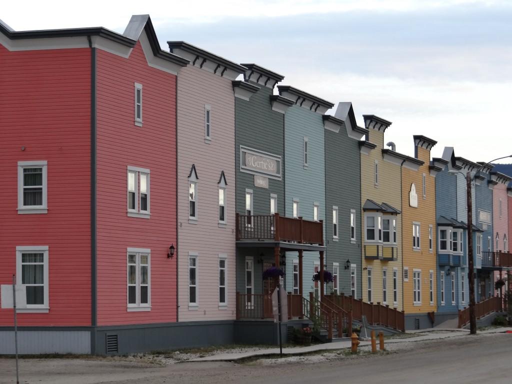 Häuserfront in Dawson City