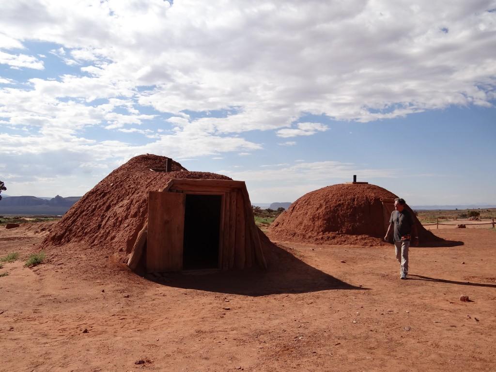 Hogans, Hütten in denen manche Navajos auch heute noch leben