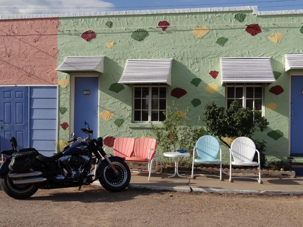 jedes Motorrad hat seine eigene Garage neben dem Zimmer