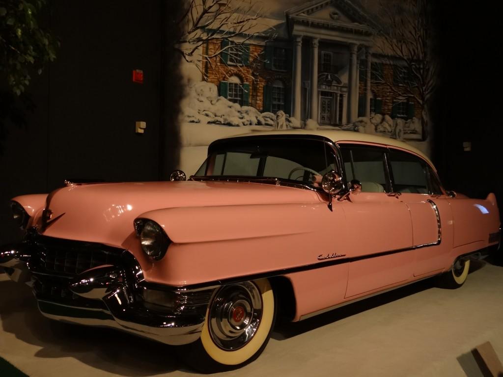 sein rosa Cadillac den er seiner Mutter schenkte