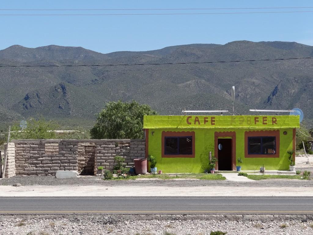 hunderte kleiner Cafés säumen den Weg