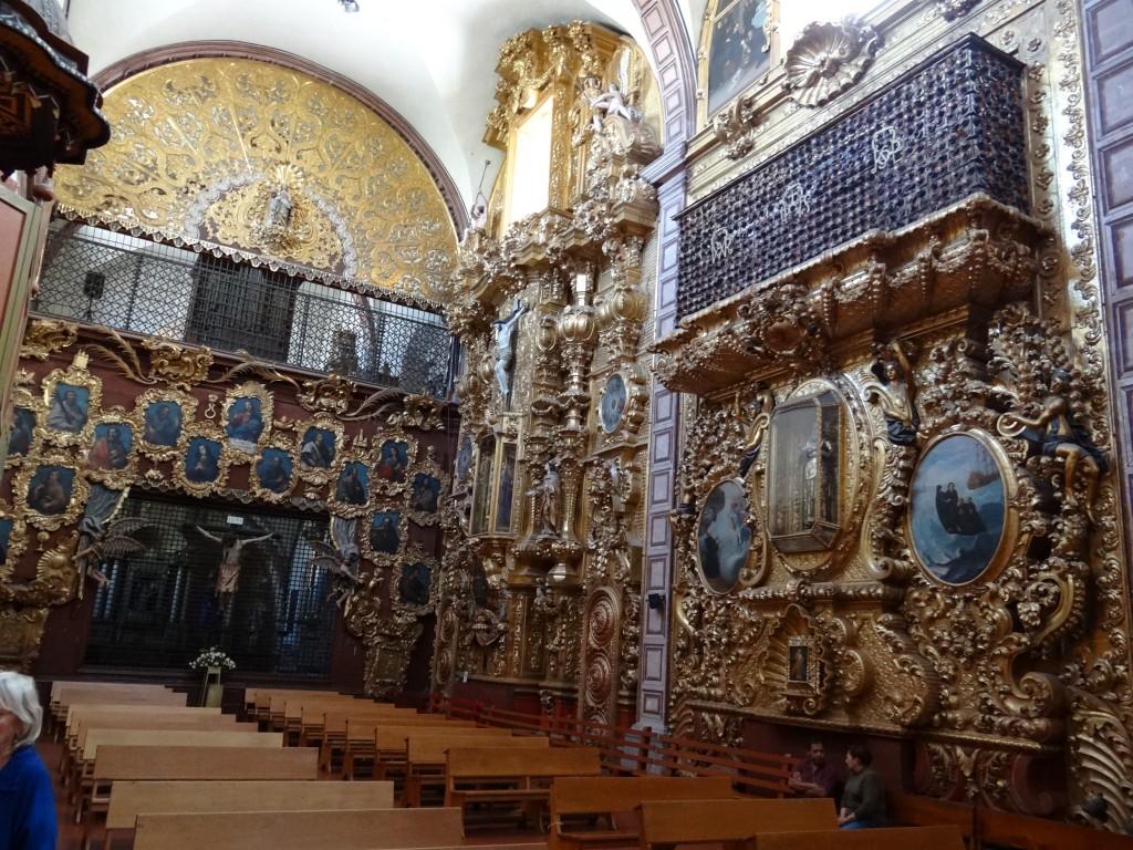 die Seiten des Kirchenschiffes