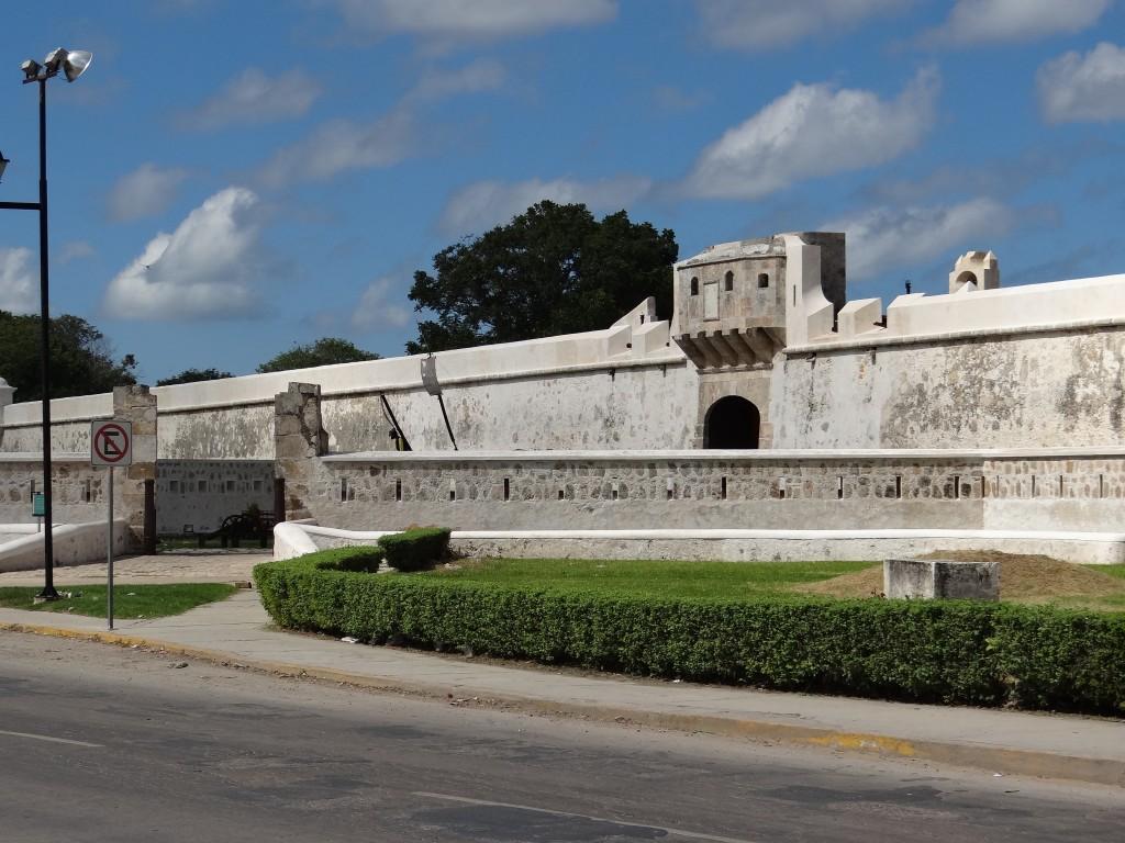 restaurierte Stadtmauer von Campeche