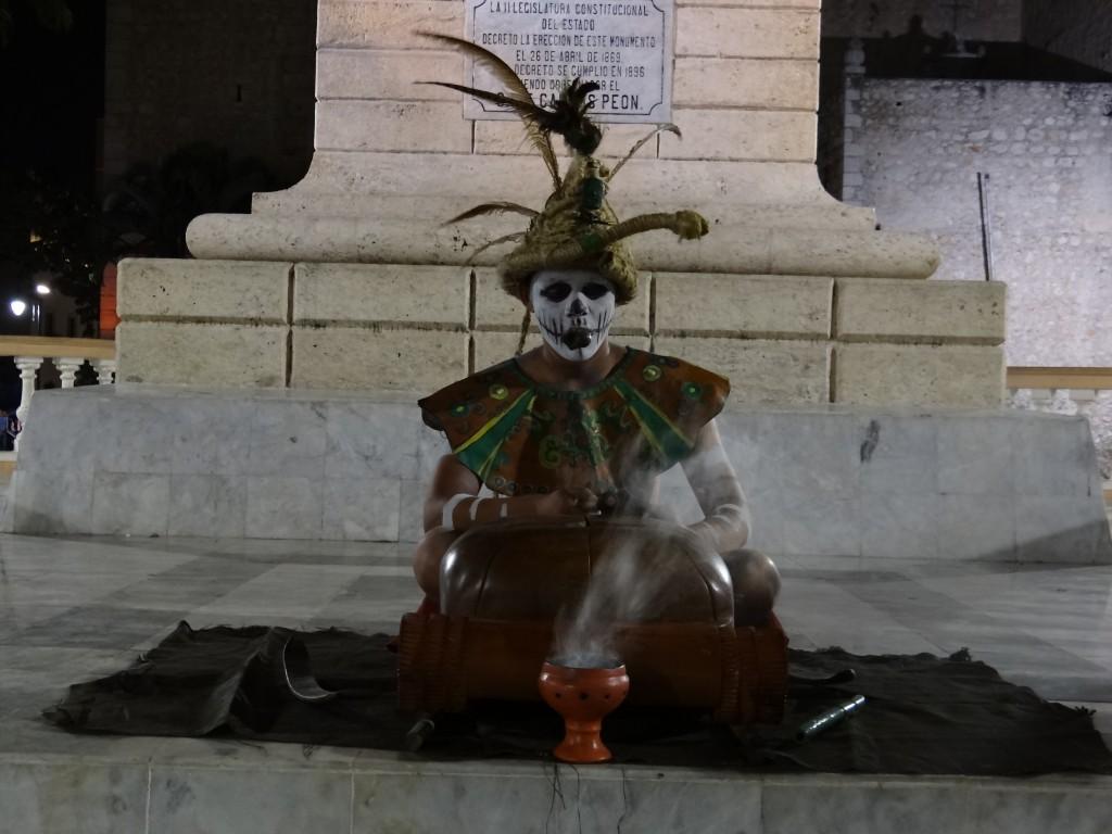 """Aufführung der """"Leyenda Negra"""", der Unterdrückung der Mayas durch die Spanier"""