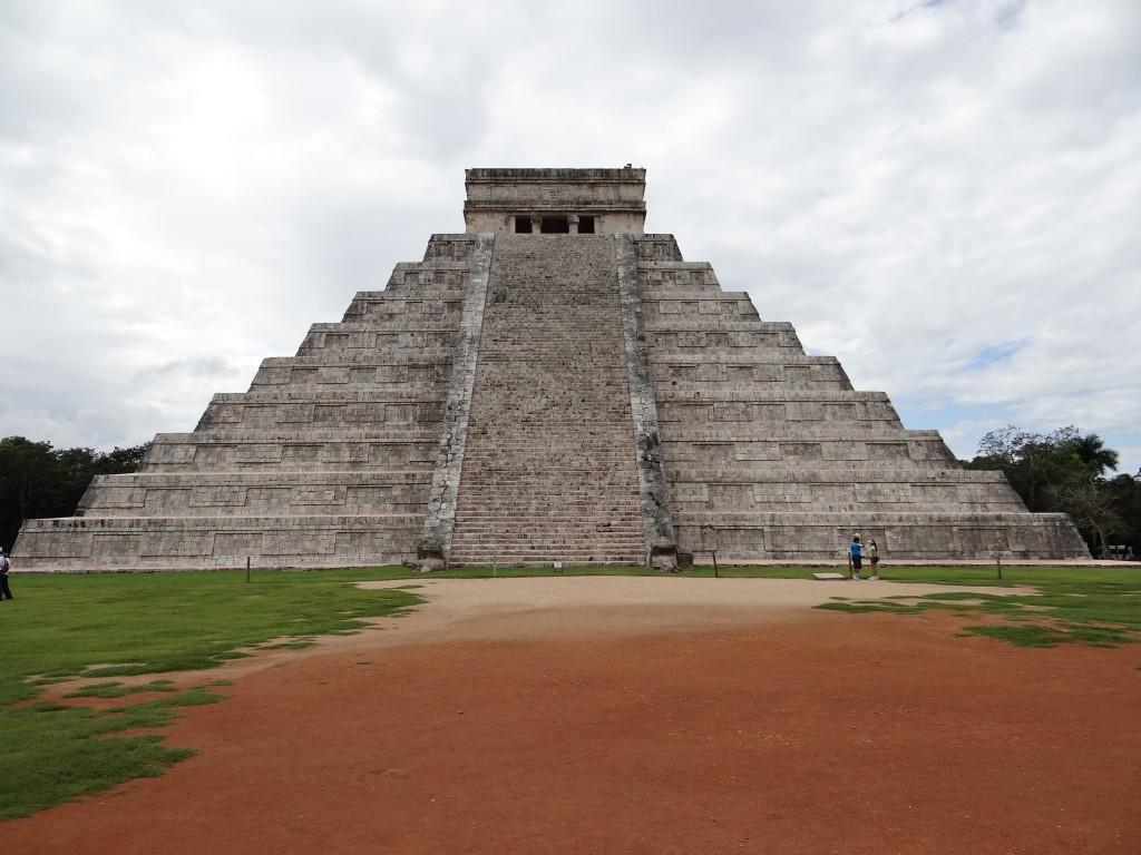 Haupteingang der Pyramide