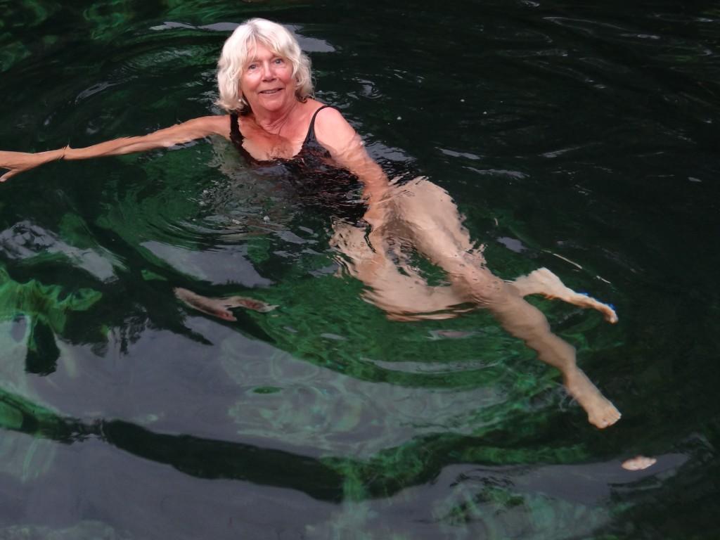 erfrischendes Bad in dem Cenote