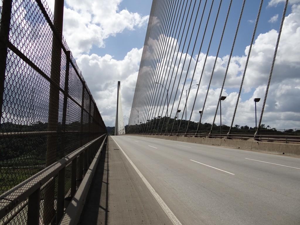 die Panamericana führt auf dieser Brücke über den Panamakanal