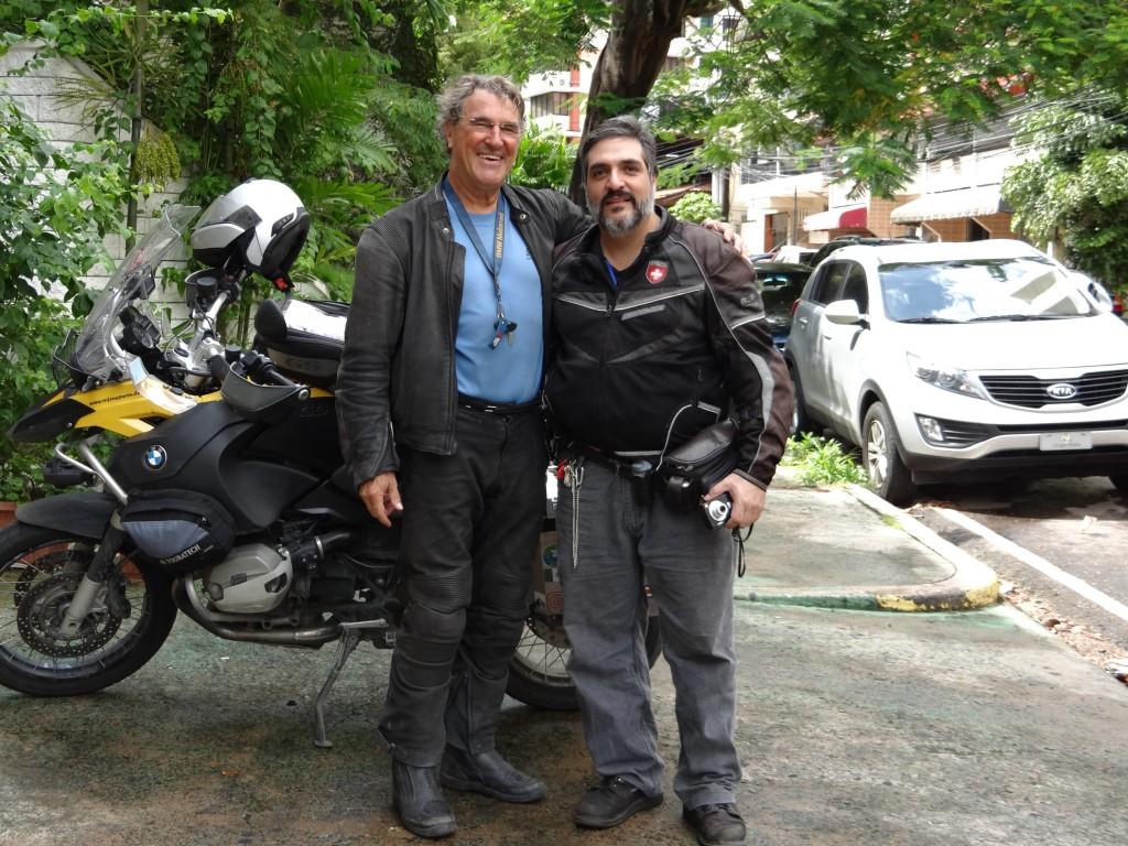 Alexandre aus Lausanne, der in Panama wohnt, lotst mich durch die Innenstadt zum Hotel