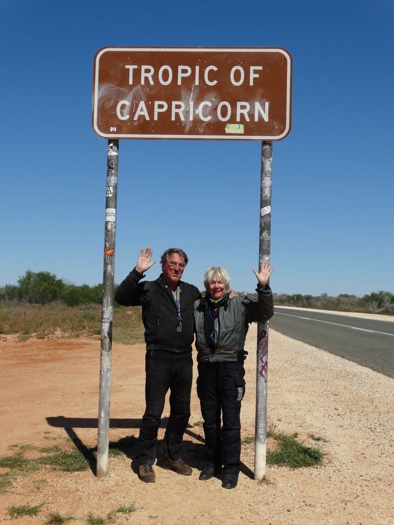vom Wendekreis des Steinbocks grüßen wir Gabi und Jürgen mit denen wir diesen auf anderen Kontinenten schon mehrfach überquert haben