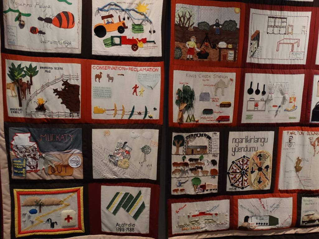 von den Schülern zum Dank fantasievoll gestalteter Quilt